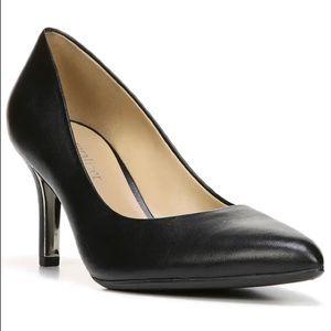 Natalie pointy toe pump